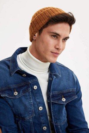 шапка Размеры модели: рост: 1,88 грудь: 98 талия: 80 бедра: 98 Надет размер: STD  Акрил 88%,Poliamid 12%