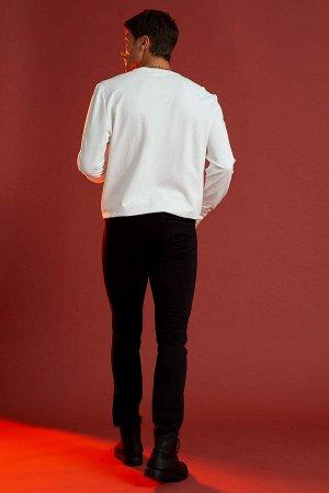 брюки Размеры модели: рост: 1,89 грудь: 100 талия: 81 бедра: 97 Надет размер: размер 32 - рост 30  Хлопок 61%,Elastan 2%, Полиэстер 37%