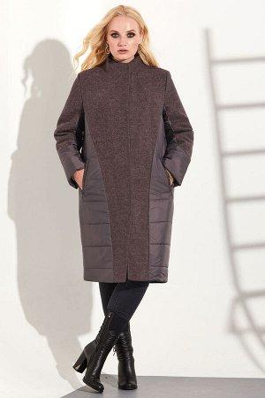 Пальто Пальто Golden Valley 7099 темно-пурпурный  Состав: ПЭ-64%; Шерсть-30%; Акрил-6%; Сезон: Осень-Зима Рост: 170  Пальто с центральной потайной застежкой на петли и пуговицы, втачным воротником- с