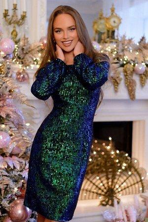 Платье Размер: 44 / 46 Сногсшибательное платье приталенного силуэта и полностью расшитое сине-зелеными пайетками. Данная модель поможет создать по-королевски роскошный и элегантный образ, особенно для