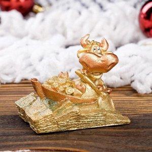 """Статуэтка """"Бык на волне удачи"""", символ года 2021,золотистый, 4 см, полистоун"""