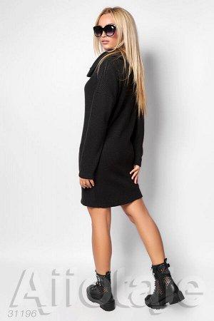 Платье мини черного цвета с воротником хомут