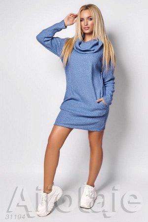 Платье голубого цвета с воротником хомут