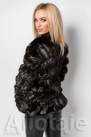 Короткая меховая куртка с воротником стойкой