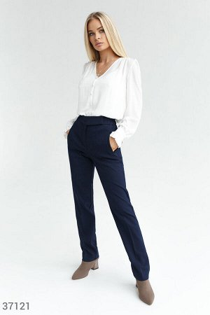 Темно-синие брюки классического кроя