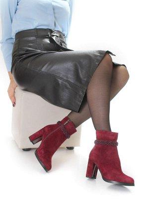 Ботинки Страна производитель: Китай Размер женской обуви x: 36 Полнота обуви: Тип «F» или «Fx» Сезон: Зима Вид обуви: Полусапоги Материал верха: Замша Материал подкладки: Натуральный мех Каблук/Подошв