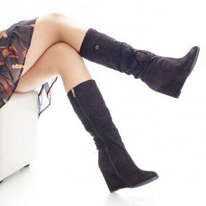 Сапоги Страна производитель: Китай Полнота обуви: Тип «F» или «Fx» Сезон: Зима Вид обуви: Сапоги Материал верха: Замша Материал подкладки: Натуральный мех Каблук/Подошва: Танкетка Высота каблука (см):