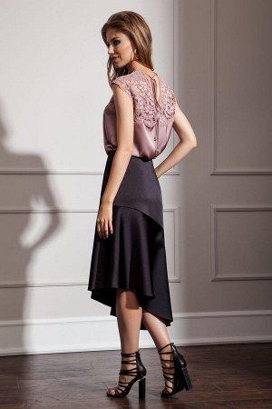 Юбка миди Рост: 170 см. Состав ткани: полиэстер 96%, эластан 4% Элегантная юбка из атласной ткани, с асимметричным воланом по низу. Застежка на потайную молнию в боковом шве.