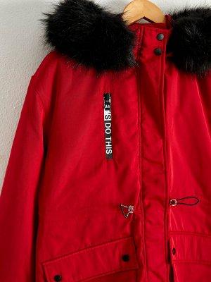Парка Длина: Длинные Форма: Стандарт Материал подкладки: Утепленная подкладка Капюшон: С капюшоном Тип товара: Парка Воротник: С капюшоном РАЗМЕР: 38, 36, 34, 40, 42 ЦВЕТ: Ochre, Red СОСТАВ: Основной