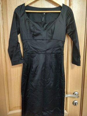 Платье черное декольте
