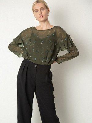 Блузка Состав ткани: Полиэстер 100% Длина: 61 См. Описание модели Шифоновая блуза прямого кроя с цветочным принтом. Мы поддержали тренд 2020 года на акцентные рукава и создали романтичную модель с нев