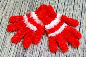 Перчатки Общая длина от начала среднего пальца до конца резинки 20 см. Ширина ладони без учета большого пальца 8,5 см. Подходит на возраст от 6 лет и старше. Хорошо тянутся.