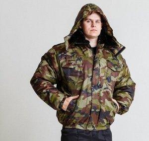 Куртка Расцветки : зеленый кмф и синий кмф Куртка укороченная на резинке, с пристегивающимся капюшоном на петли пуговицы и меховым воротнком, с центральной бортовой застежка на молнию и ветрозащитным