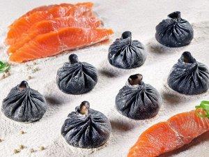 Черные дамплинги с форелью, кальмаром(7шт)