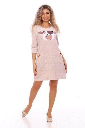 Платье Платье домашнее женское из махры с аппликацией «Символ года». Платье полуприлегающего силуэта, с О-образным вырезом горловины, с втачным рукавом 3/4 и двумя накладными карманами с декоративными