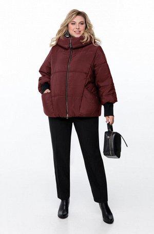 Куртка Куртка Pretty 954 бордо  Состав ткани: ПЭ-100%;  Рост: 164 см.  Куртка из простеганной на синтепоне плащевой ткани. Спереди обработаны рельефы из проймы, карманы и застежка на молнию. Спинка п