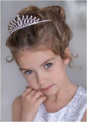 Диадема Очаровательная диадема для волос. Украшена стразами. Диадема добавит нежности и шарма праздничному образу.