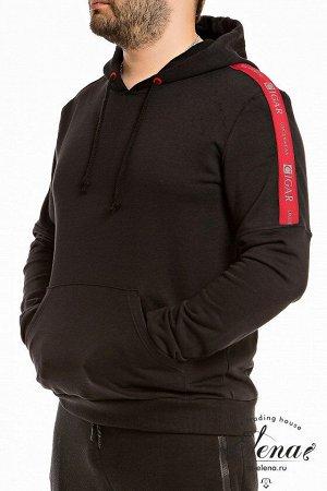 Толстовка Толстовка выполнена из футер петли с лайкрой чёрного цвета. Спереди расположен карман-кенгуру, низ рукавов и пояс изделия из кашкорсе. По плечевому шву и верхней части рукава настрочена деко