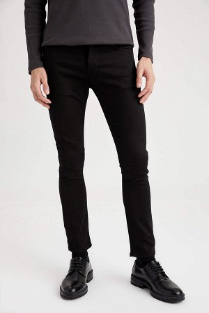 брюки Размеры модели: рост: 1,88 грудь: 98 талия: 82 бедра: 95 Надет размер: размер 32 - рост 32  Хлопок 65%, Полиэстер 33%,Elastan 2%