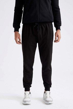 Спортивные черные брюки