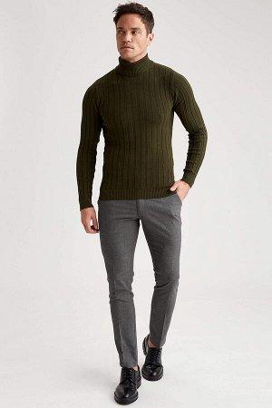 брюки Размеры модели: рост: 1,89 грудь: 100 талия: 81 бедра: 97 Надет размер: размер 32 - рост 32 Elastan 2%, Вискоз 34%, Полиэстер 64%