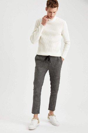 брюки Размеры модели: рост: 1,88 грудь: 98 талия: 82 бедра: 95 Надет размер: размер 32 - рост 30  Вискоз 50%, Полиэстер 47%,Elastan 3%