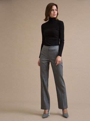 Брюки Состав ткани: Вискоза 60%, Полиэстер 37%, Эластан 3% Длина: 106 См. Описание модели Серые брюки. Модель имеет спереди классическую застёжку. Брюки средней посадки, имеют боковые вертикальные кар