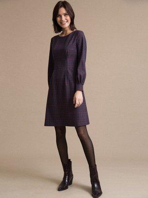 Платье Состав ткани: Вискоза 60%, Полиэстер 37%, Эластан 3% Длина: 94 См. Описание модели Платье в клетку. Модель имеет полуприталенный силуэт за счет выточек, круглый вырез горловины и длинные рукава