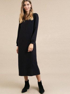 Платье Состав ткани: Полиэстер 77%, Вискоза 20%, Эластан 3% Длина: 123 См. Описание модели Темно-синее платье в полоску. Модель прямого кроя. Имеет V-образный вырез, длинные рукава с манжетами, разрез