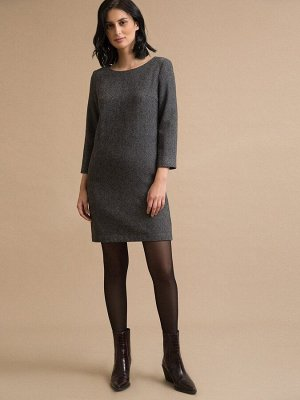 Платье Состав ткани: Шерсть 45%, Полиэстер 55% Длина: 87 См. Описание модели Серое платье прямого кроя. Модель имеет круглый вырез горловины, рукава 3/4 и карманы, расположенные в боковых швах. Лакони