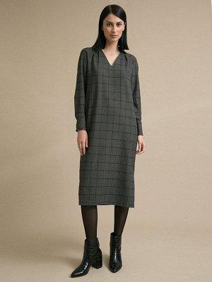 Платье Состав ткани: Вискоза 60%, Полиэстер 37%, Эластан 3% Длина: 117 См. Описание модели Серое платье в клетку. Модель прямого силуэта, имеет V-образный вырез горловины спереди и воротник-стойку сза