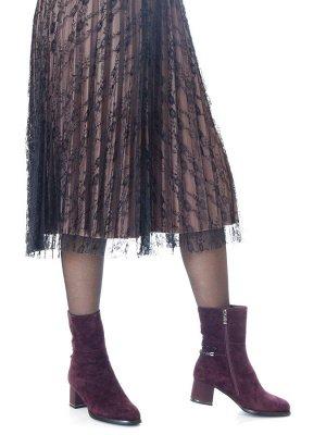 Ботинки Страна производитель: Китай Размер женской обуви x: 35 Полнота обуви: Тип «F» или «Fx» Сезон: Зима Вид обуви: Полусапоги Материал верха: Замша Материал подкладки: Натуральный мех Каблук/Подошв