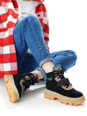 Ботинки Страна производитель: Китай Размер женской обуви x: 36 Полнота обуви: Тип «F» или «Fx» Вид обуви: Ботинки Сезон: Зима Материал верха: Замша Материал подкладки: Натуральный мех Материал подошвы