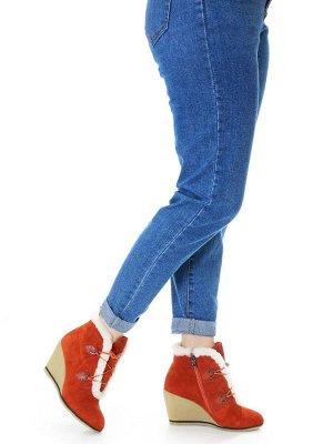 Ботинки Страна производитель: Китай Полнота обуви: Тип «F» или «Fx» Сезон: Зима Материал верха: Замша Материал подкладки: Натуральный мех Каблук/Подошва: Танкетка Высота каблука (см): 9 Стиль: Молодеж