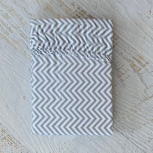 Простынь на резинке на матрац 80*200 мелкий серый зигзаг