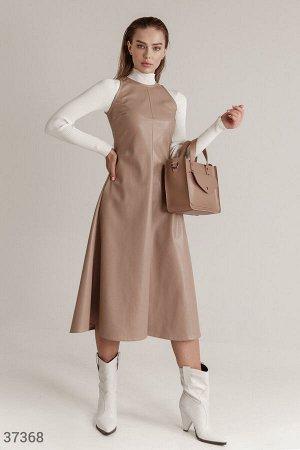 Лаконичное кожаное платье
