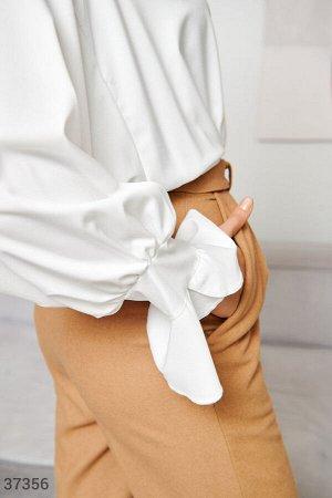 Свободная блуза молочного оттенка