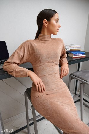 Замшевое платье с объемными рукавами