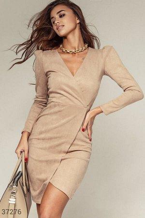 Мягкое асимметричное платье из замши