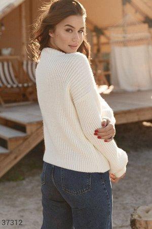 Молочный свитер из смесовой шерсти