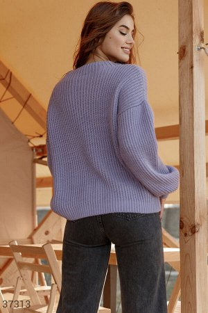 Лавандовый свитер свободного кроя