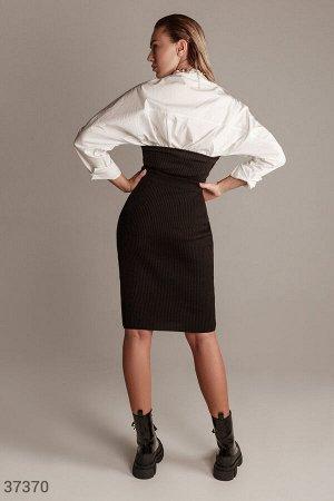Черный костюм из фактурного трикотажа