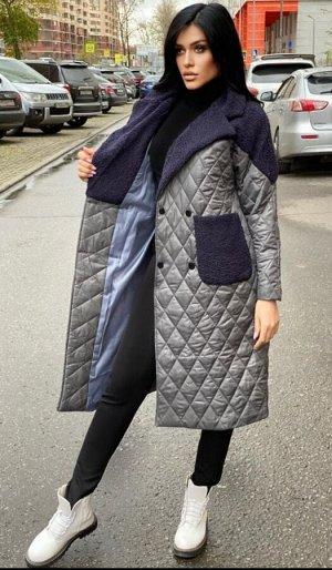 Пальто Пальто модели оверсайз стеганное.  Идет на 48-52 ОГ 118, длина рукава по внутреннему шву 35,5, длина 104