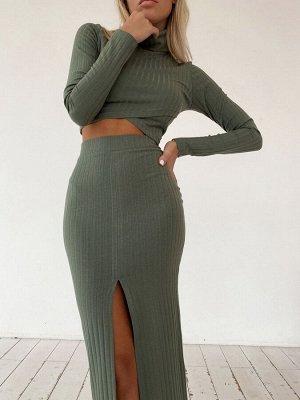 Трикотажная юбка-миди в рубчик с разрезом