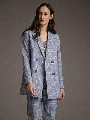 Жакет Состав ткани: 47% Хлопок; 37% Вискоза; 16% Лен Длина: 76 См. Описание модели Модная офисная классика. Удлиненный двубортный жакет, удачно сглаживающий недостатки фигуры, представлен в самой модн
