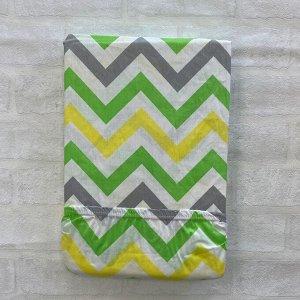 Простынь полуторная на резинке на матрац 80*200 зеленый зигзаг
