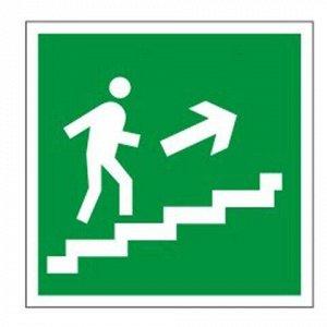 """Знак эвакуационный """"Направление к эвакуационному выходу по лестнице НАПРАВО вверх"""", квадрат 200х200 мм, самоклейка, 610020/Е 15"""