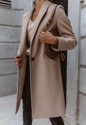 шерстяное пальто средней длины с лацканами и пуговицами
