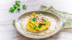 Рецепт 11 ОГУРЕЧНЫЙ САЛАТ С МАНГО  Простой в приготовлении салат с огурцами и манго, вкус которого можно разнообразить благодаря различным заправкам.  Ингредиенты: 🔸1 крупный огурец 🔸мякоть манго 🔸2 к