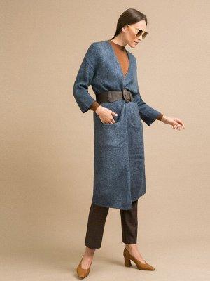 Кардиган Состав ткани: Акрил 65%, Нейлон 28%, Альпака 7% Длина: 97 См. Описание модели Темно-синий длинный кардиган. Модель прямого кроя, имеет спущенную плечевую линию, длинные рукава, боковые наклад